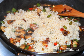 israeli couscous with mushrooms and peppers (6)
