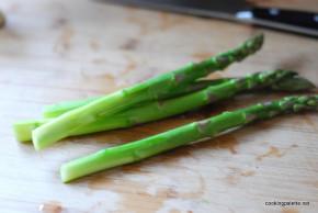 asparagus with soft egg (1)