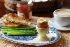 asparagus with soft egg (10)