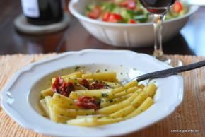 sun dried tomato and parsley pistou pasta (1)