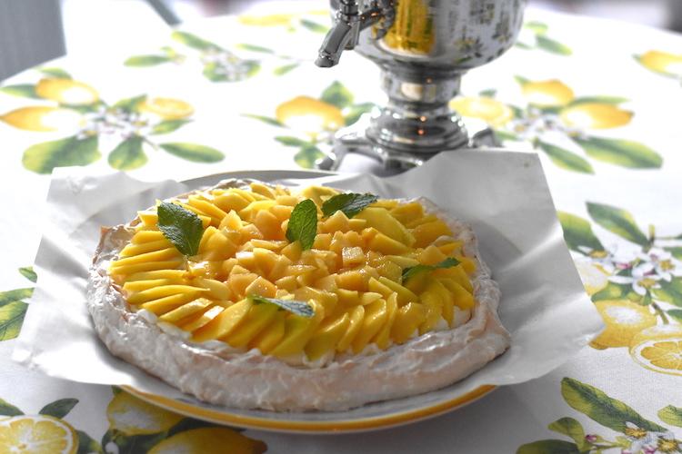 This image has an empty alt attribute; its file name is mango-peach-pavlova-10.jpg